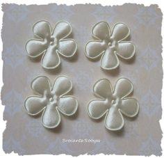 (BLE-031) 4 satijnen bloemen - creme - 35mm