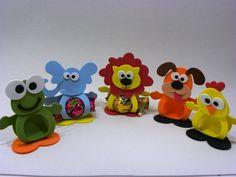 Porta bombons feito com E V A, personagens ( animais), cor única.