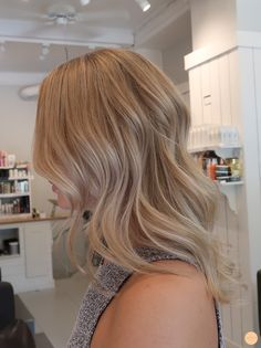 Medium Blonde Hair, Honey Blonde Hair, Blonde Hair Looks, Blonde Hair With Highlights, Color Highlights, Level 8 Hair Color, Lorde Hair, Mi Long, Balayage Hair