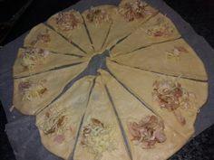 Κρουασάν με ζύμη γιαουρτιού. | mpaxari & kanela Health Fitness, Bread, Desserts, Savoury Pies, Food, Pastries, Cakes, Tailgate Desserts, Deserts