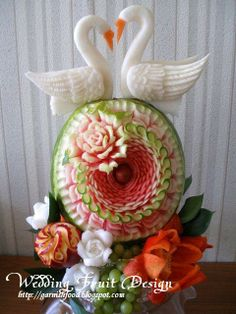 Fruit Carving Arrangements and Food Garnishes: Fashionable Fruit Carving Design Watermelon Designs, Watermelon Art, Watermelon Carving, Fruit Designs, Veggie Art, Fruit And Vegetable Carving, Veggie Food, Bonbon Fruit, Deco Fruit
