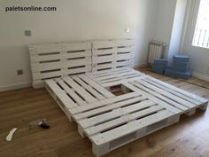 New Diy Wood Projects For Women Living Rooms Ideas Pallet Furniture Designs, Wood Pallet Furniture, Pallet Designs, Wood Pallets, Furniture Decor, Pallet Bed Frames, Diy Pallet Bed, Deco Studio, Outdoor Furniture Plans