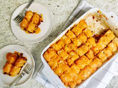 Tater tots aren't just a fast food side anymore. Save the recipe for Taco Tater Tots Casserole! Tater Tots, Tater Tot Casserole, Casserole Dishes, Easy Beef Enchiladas, Cocktails, Easy Casserole Recipes, Easy Recipes, Quick Weeknight Meals, Recipe Of The Day