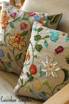 almofadas bordada