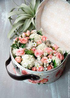 Купить Коробка с цветами Сундучок - живые цветы, букет в подарок, подарок для женщины, подарок для девушки