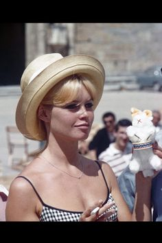 French actress Brigitte Bardot on the set of Vie Privée, written and directed by Louis Malle. Get premium, high resolution news photos at Getty Images Brigitte Bardot, Love Vintage, Vintage Beauty, 20th Century Fashion, French Actress, Old Hollywood, Hollywood Stars, Hollywood Glamour, Star Fashion