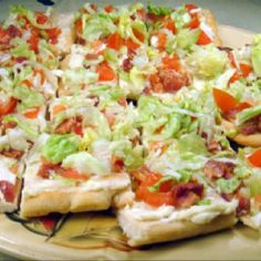 Host your party with the yummy BLT Ranch Salad Pizza -- Pampered Chef recipe www.pamperedchef.biz/MelissaDenham