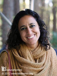 Many of us have lost our tradition of community builds but Janell has been bringing people together not only building homes using natural sustainable materials but also laying strong foundations for future natural building communities like the people of Lago Puelo in Argentina. Find out more here www.naturalhomes.org/kleiwerks.htm