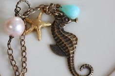 LOVE the colors (and seahorses in general)