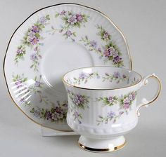 Elizabethan Chantilly Footed Cup & Saucer Set
