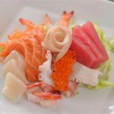 Vegyes sashimi - Osaka Sushi & Wok Bar | Rendeld meg most a LeFoodon, Házhozszállítással, online,másodpercek alatt: http://lefood.hu/osakasushi | Összetevők: 3 db tigrisrák, 3 db édesrák, 3 db tilápia, 3 dkg lazac, 3 dkg tonhal, 3 db polip, 1 db Szent Jakab kagyló, 15 g lazackaviár | EN: Order now online: Mixed sashimi: 3 pieces of tiger prawn, 3 sweet shrimp, 3 pcs tilapia , 3 ounces of salmon, 3 ounces of tuna, octopus 3, 1pc scallop, 15g salmon caviar