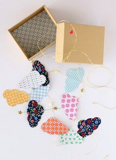 DIY paper cloud garland, so pretty ! Diy For Kids, Crafts For Kids, Bunting Garland, Star Garland, Buntings, Craft Projects, Projects To Try, Diy And Crafts, Arts And Crafts