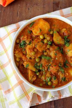 Banarasi Aloo Matar Sabji, an everyday home style sabji that goes well with roti and rice. A gem among simple sabji recipes with potatoes, peas & tomatoes.