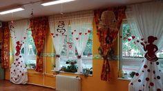 8 Martie, Potpourri, Diy Paper, Classroom Decor, Party Themes, Theme Ideas, Valance Curtains, Centerpieces, Creations