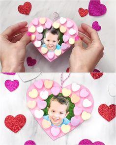 Preschool Valentine Crafts, Valentine's Day Crafts For Kids, Kindergarten Crafts, Valentines For Kids, Valentines Crafts For Preschoolers, Valentines Anime, Craft Kids, Candy Wreath, Simple Diy