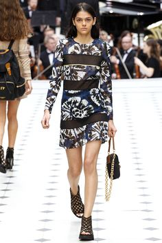 Burberry Spring 2016 Ready-to-Wear Fashion Show - Eliza Fairbanks