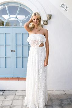 #strapless beach fall bridal dress #strapless-line wedding dress #strapless pleated ivory wedding dress #strapless tulle long beautiful wedding dress #strapless tea length wedding dress