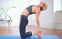 VIDÉO: Yoga pour soulager les douleurs liées aux menstruations / Beaucoup de femmes éprouvent des douleurs dans le bas du ventre ou les reins pendant leurs menstruations. Quelques postures de yoga pour aider à se détendre et soulager les crispations.
