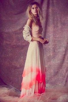 15 Gorgeous Dip Dye Wedding Dresses To Get Inspired | Weddingomania - Weddbook