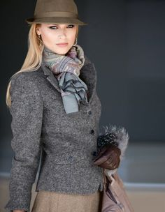 Le blazer, Le borsalino, Le carré CODELLO, Les gants