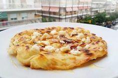 Τυρόπιτα στο τηγάνι Cheese Pies, Salad Bar, Snack Bar, Greek Recipes, Macaroni And Cheese, Brunch, Appetizers, Food And Drink, Cooking Recipes