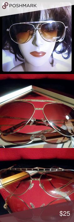 Rocawear Aviator Rose Gold Sunglasses New w/tags Rocawear Clear beautiful view gold frame sunglasses. Authentic! Bundle & Save money and shipping. REASONABLE OFFERS ACCEPTABLE! Rocawear Accessories Sunglasses