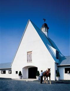 Virginia horse barn with living quarters