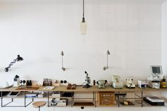 Brillenwerkstatt mit Vintage Charme Wolf, Office Desk, Interior, Christian, Furniture, Home Decor, Vintage, Glamour, Architecture