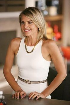"""Eliza Coupe as """"Jane"""" in Happy Endings. Hilarious and gorgeous!"""