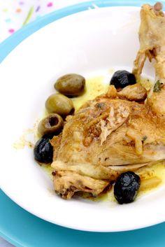 Le citron confit, l'un des ingrédients de base des tajines marocains, donne à ce plat une saveur et une texture incomparable. Simple et délicieux ...Ingrédients pour 4 :1 poulet fermier de 2 kgs en...