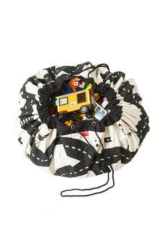Play&Go maakt korte metten met rommel; speelmat en opbergzak superslim gecombineerd! Alsje de Play&Go opbergzak gebruikt, kun jesnel en efficiënt orde in de chaos scheppen!