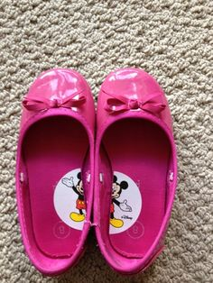 How to get your kids to to put their shoes on the right feet... clever!!