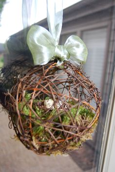grapevine ball w/ moss & eggs