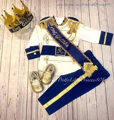 From WeddingPlannersShop on Etsy: Design your perfect event. Mickey First Birthday, 1st Birthday Outfits, Baby Birthday, Birthday Parties, Baby Prince Costume, Prince Charmant, King Outfit, Lace Crowns, My Bebe