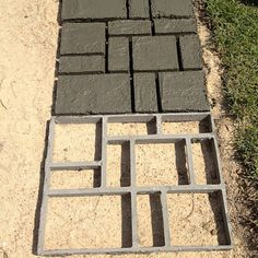 DIY Driveway Paving Pavement Stone Mold Concrete Stepping Pathmate Mould Paver B Concrete Patios, Concrete Pathway, Concrete Steps, Brick Patios, Diy Concrete, Wood Walkway, Patio Slabs, Stone Walkway, Concrete Garden