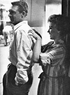 """Cary Grant y Joan O'Brien en el rodaje de""""Operación Pacífico"""" (Operation Petticoat), 1959"""
