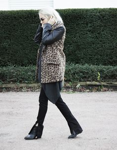 Leo #leo #marcjacobs #acne #lotd #ootd #bloggerstyle #cashmere #flared #layering #boho