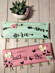 Diy Furniture Projects, Diy Wood Projects, Wood Crafts, Diy Crafts For Gifts, Crafts To Make And Sell, Sign Design, Wall Design, Wooden Key Holder, Diy Bed Frame