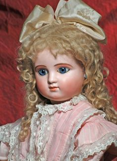 VERY BEAUTIFUL LARGE FRENCH BISQUE BEBE STEINER, SERIES : Lot 35