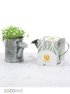 De lente komt eraan! Bedank uw collega's of zakelijke klanten met onze Groene Gietertjes. U kunt kiezen uit 7 verschillende soorten bloemzaden en de wikkel kunt u zelf personaliseren #zakelijk #bedankje #gieter
