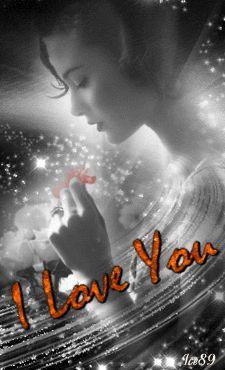 ♥El amor es una extraña criatura dulce y absurda que se alimenta de fantasía y muere de saciedad