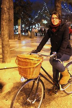 Smart Ride - Madrid-based cycle chic blog. Love the bike style.