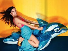 Deepika Padukone looks scorching hot in these latest photoshoot pics for Vogue India magazine February 2018 issue. In Bollywood, Deepika Padukone is… Bollywood Stars, Bollywood News, Bollywood Actress, Bollywood Fashion, Deepika Padukone Wallpaper, Vogue Photo, Photoshoot Pics, Vogue India, Beautiful Hijab