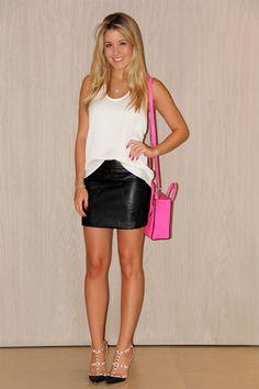 Leather skirt . Saia de couro