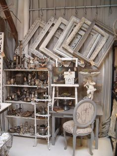Great idea for displaying picture frames. Booth / store display. Visual Merchandising. Antique booth.