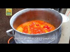 This video is a step-by-step guide on how to cook jollof rice. Jollof rice (step by step guide) All Nigerian Recipes, Nigerian Food, African Recipes, Ethnic Recipes, Nigerian Fried Rice, Yellow Rice Recipes, Jollof Rice, Sliced Tomato, Cooking Recipes