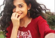 Follow me Aaysha khan 💕🤘💕 Mithila Palkar, Indian Web, Stylish Girl, Indian Actresses, My Girl, Desi, Portrait Photography, Curly Hair Styles, Curls
