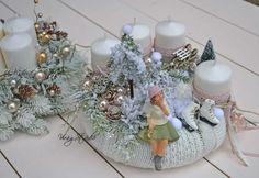 Winter Christmas, Christmas Time, Christmas Crafts, Christmas Ornaments, Christmas Table Decorations, Holiday Decor, Advent Wreath, Xmas Wreaths, Theme Noel