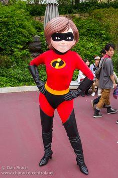 Disney Parks, Walt Disney World, Mrs Incredible, Disney World Characters, Daisy Duck, Tokyo Disneyland, Pixar, The Incredibles, Cosplay