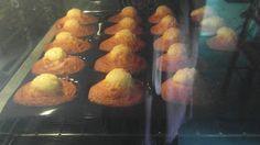 Mum , j 'aime les madeleines bossues   S'il n'y a pas la bosse ce ne sont pas des madeleines ...   Les meilleures made le ines ...